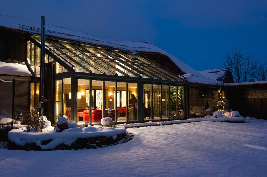 wintergarten glas terrassend cher sieker rolladen. Black Bedroom Furniture Sets. Home Design Ideas