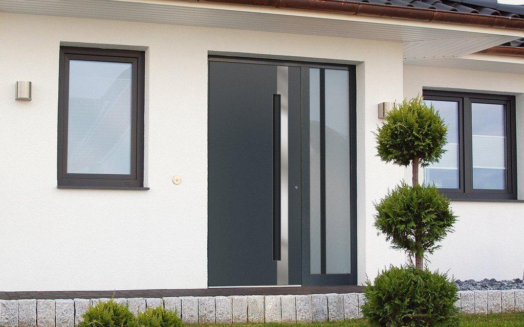 Klauke Haustüren Bildbeispiel Haustür Dunkelgrau mit Glasfenster rechts
