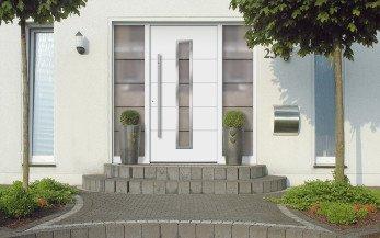 Klauke Haustüren Bildbeispiel Haustür Weiß mit Glasfenster beidseitig