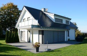 modernes Mehrfamilienhaus ROMA Raffstore Systeme Raolladen